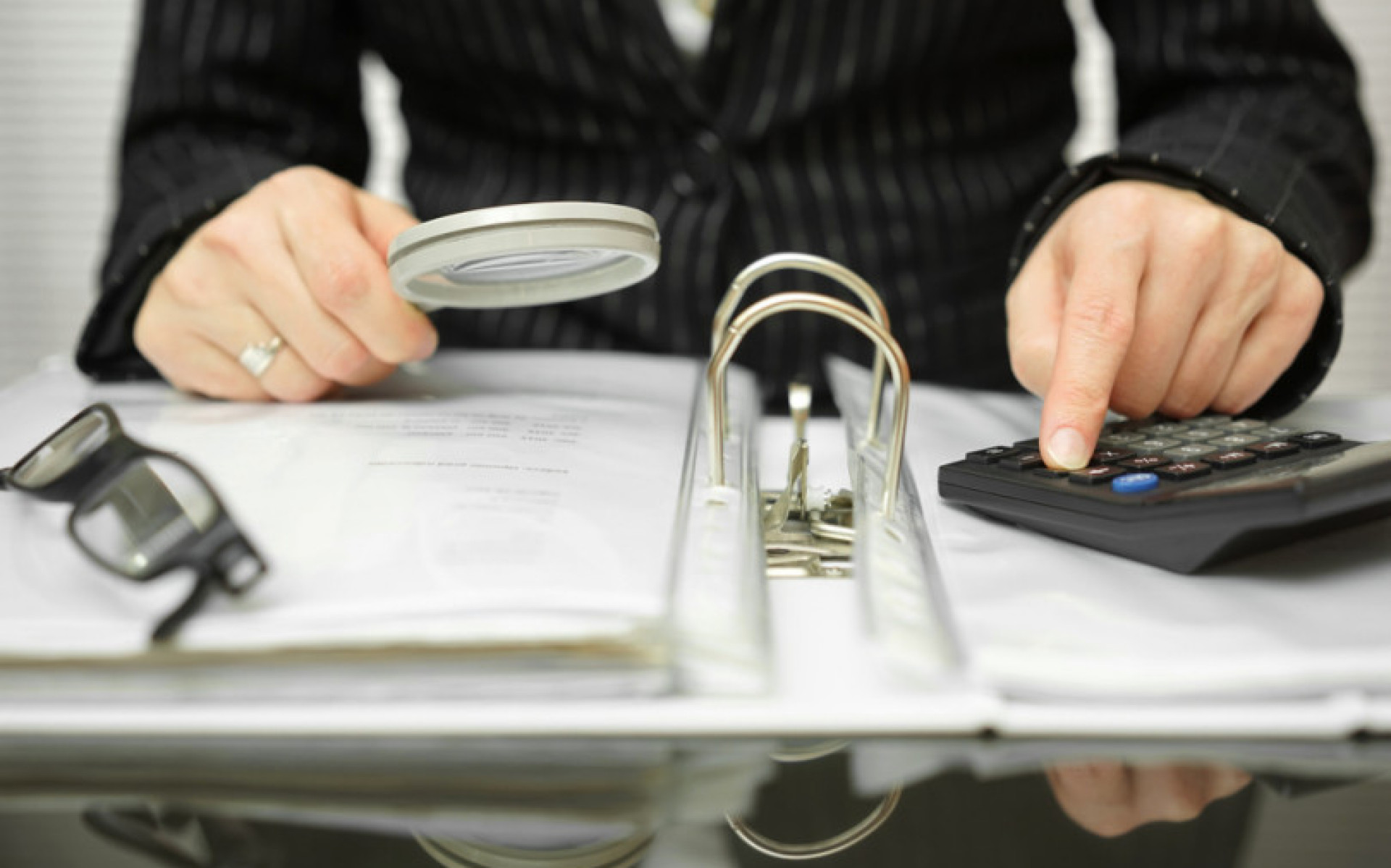 Kolik peněz vybrala finanční správa nezákonně? Neví a musí si udělat analýzu