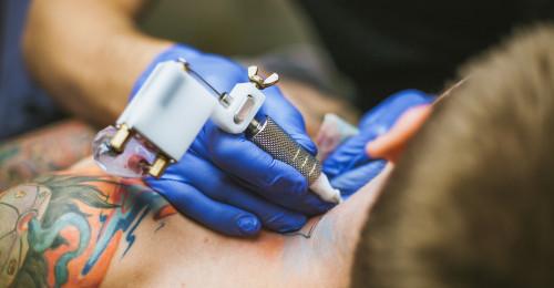 Bude Brusel regulovat tetování  Dlouhé mlčení o jedech v těle d77ecabf23