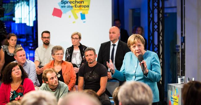 Saský vzdor. Táhni, vzkázali krajně pravicoví demonstranti Merkelové v Drážďanech