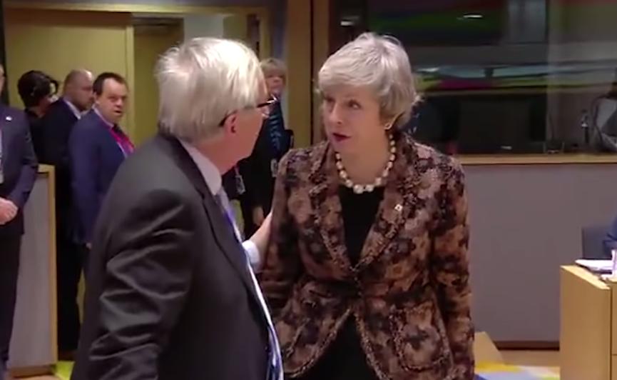 """VIDEO: """"Mlhavá"""" Mayová. Premiérka vzrušeně debatovala s Junckerem. Oficiálně je spokojená"""