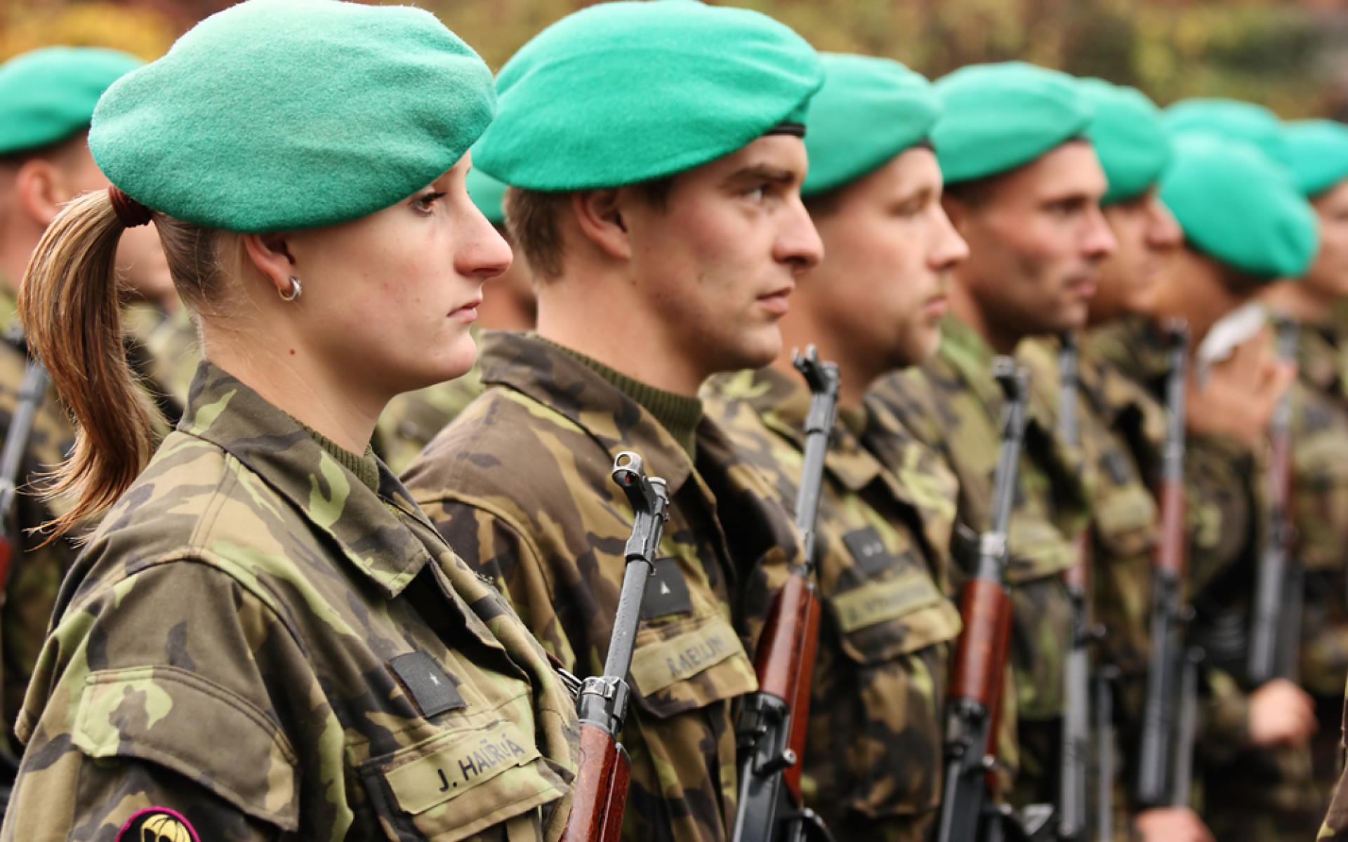 Zvednou se výdaje na obranu? TOP 09 navrhuje pro armádu 13 miliard navíc