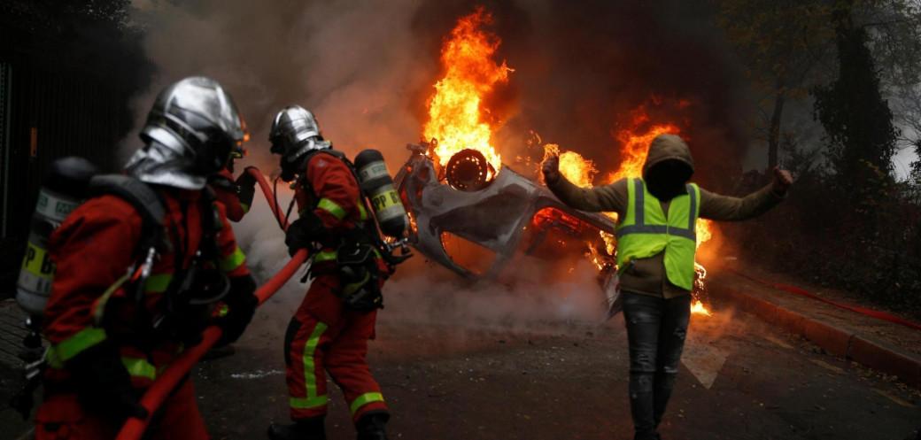 """""""Páté dějství: Demise Macrona"""". Francii ochromí další vlna demonstrací"""