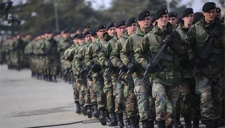 Napětí roste, Kosovo schválilo vznik stálé armády. Srbové proti, mluví o okupační síle. NATO má výhrady