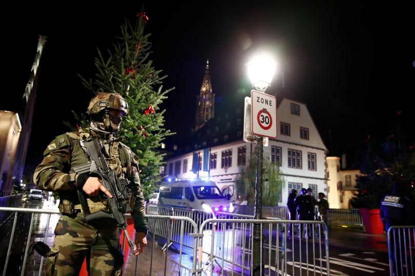 Štrasburk má čtvrtého mrtvého, další člověk je ve stavu mozkové smrti. Policie hledá komplice